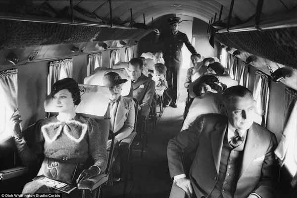 suasana kabin pesawat komersial era 1930-an