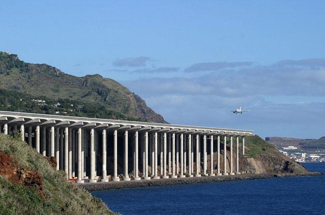 Ini Dia Beberapa Runway Ekstrem di Dunia-Bag II-Madeira-Airport-
