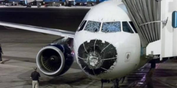 kaca pesawat pecah