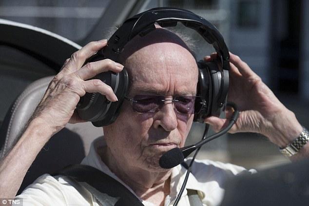 pilot tertua di dunia peter weber