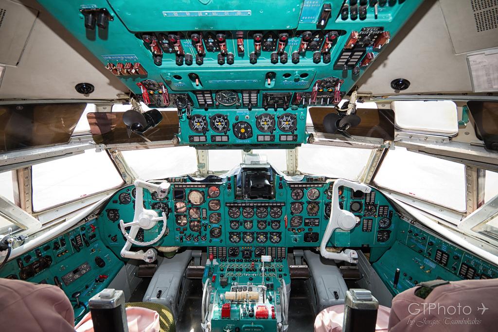 Kockpit  Ilyushin Il-62