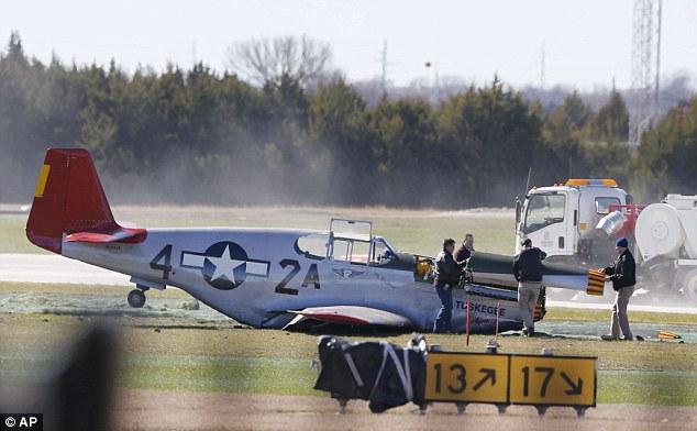 Mendarat Darurat, Pesawat Pengawal Bomber saat PD II Rusak Parah