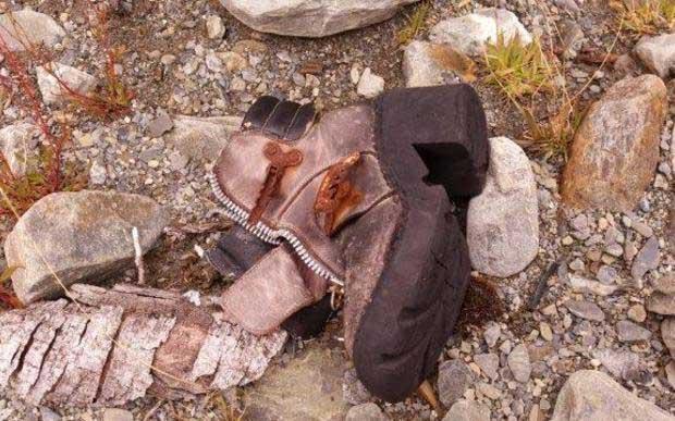 Sepatu yang ditemukan keluarga Reeve. (Foto: radionz.co.nz)