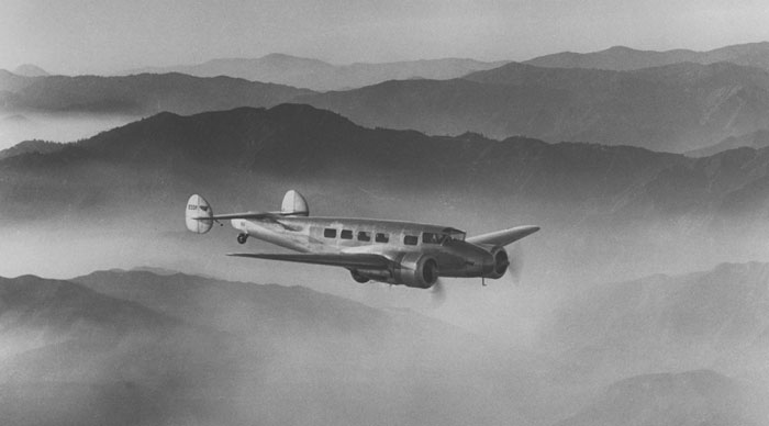 Electra, Karya Lockheed Penjiplak Boeing 247 Kali Pertama Diuji Terbang
