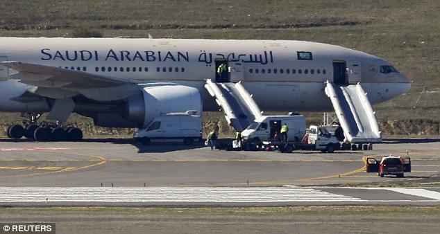 Saudi Arabian Airlines diteror bom (dailymail)