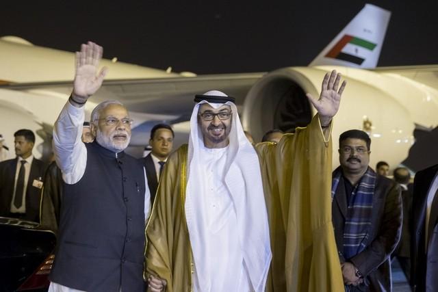 Sheikh Mohammed bin Zayed (kanan) saat berkunjung ke India. (The National Business)