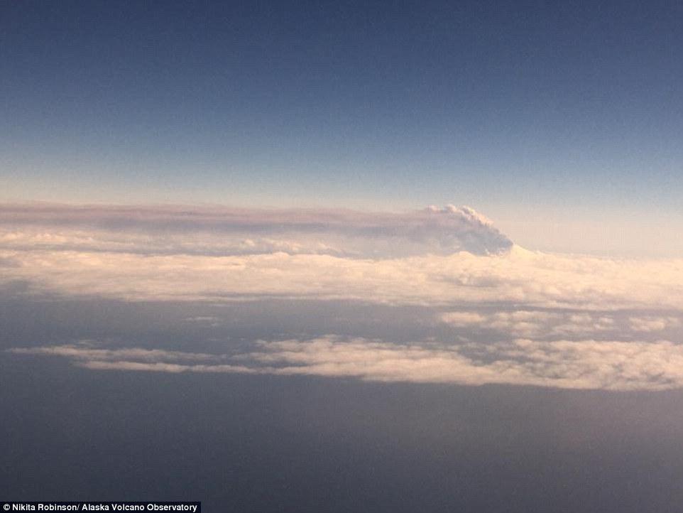 Gunung Alaska Erupsi