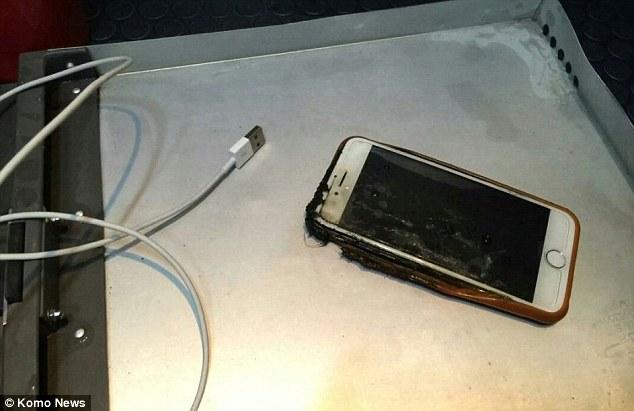 Iphone Terbakar Saat Penerbangan, Penumpang Panik