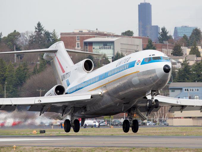 Boeing 727 edisi pertama di dunia milik United Airline terbang untuk kali terkahir.
