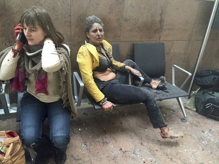 Foto Pramugari Compang-camping Hiasi Wajah Brussels Usai Ledakan Bandara