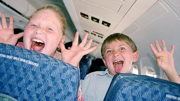Mayoritas Maskapai Penerbangan di Dunia Belum Ramah Anak