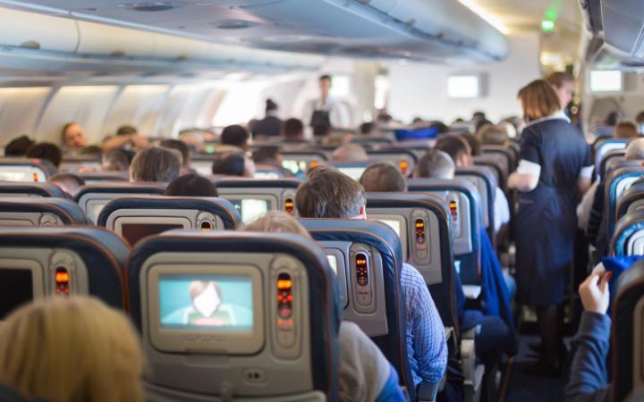 Orang-Orang Ini Diturunkan dari Pesawat karena Alasan Tak Masuk Akal