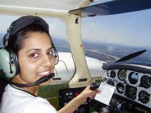 Ayesha Aziz-Pilot Perempuan Termuda di Dunia